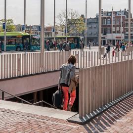 RVS afzetpalen rond 80 mm op station Haarlem