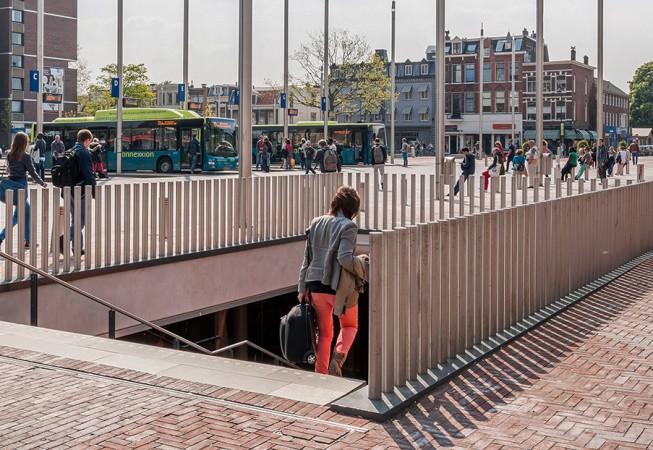 RVS afzetpalen station Haarlem